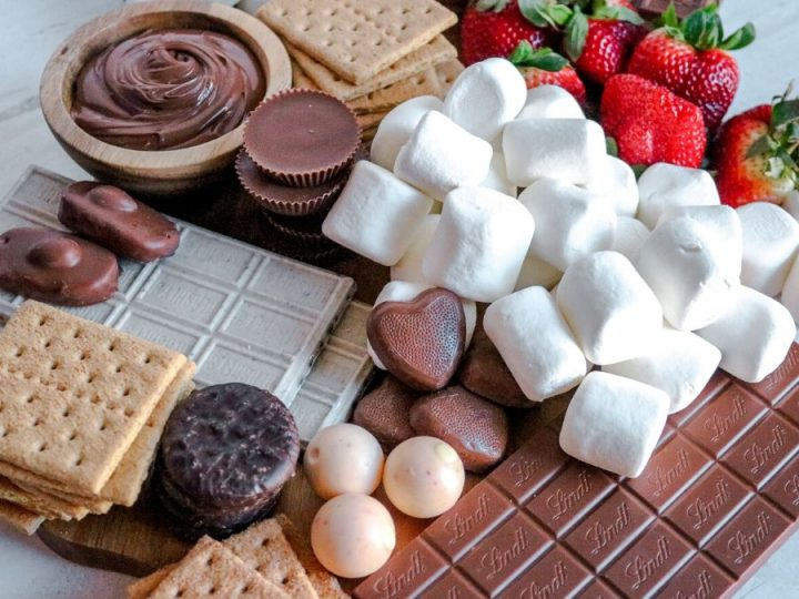 A smores board showing all the ingredients.