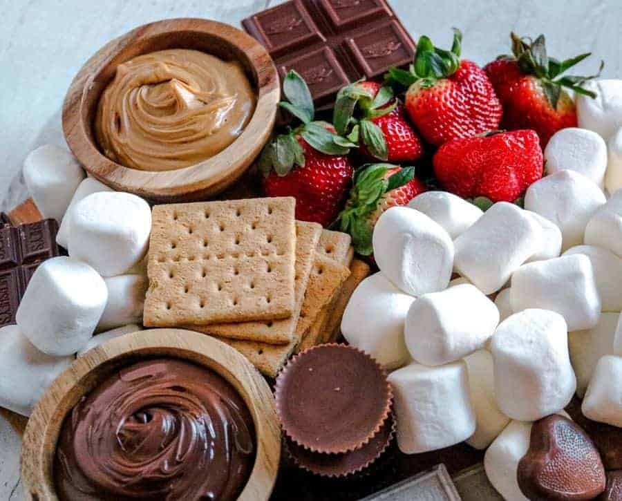 The completed s'mores board.